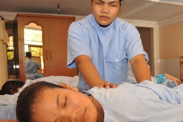 Massage à l'aveugle : un supplément d'âme