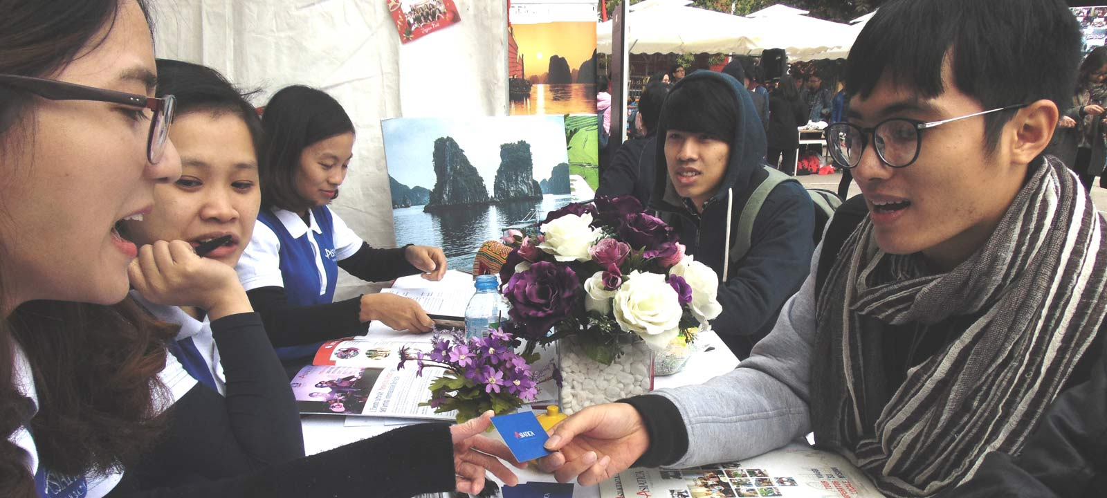 Asiatica Travel à la chasse aux jeunes talents à l'Université de Hanoi