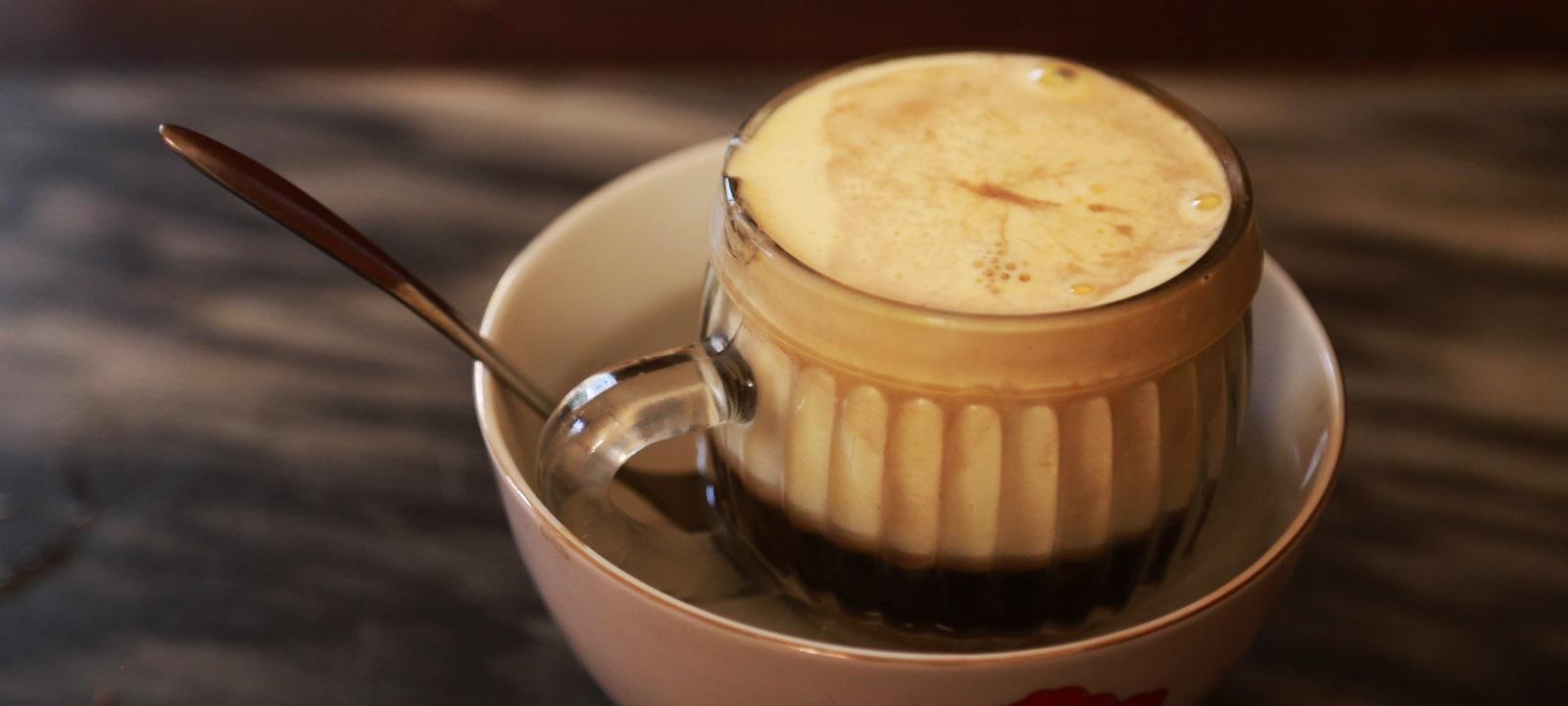 Le fameux café aux œufs de Hanoi
