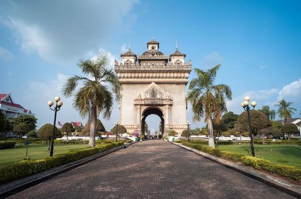 Le Patuxai, l'arc de triomphe laotien