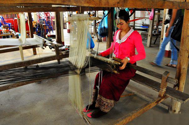 La soie laotienne, véritable art !