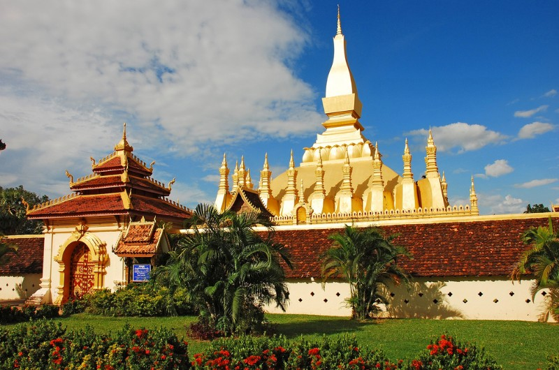 vientiane, laos, voyage, asiatica travel, temple, pha that luang